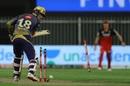 Tom Banton inspects the damage behind his bat, Royal Challengers Bangalore vs Kolkata Knight Riders, IPL 2020, Sharjah, October 12, 2020