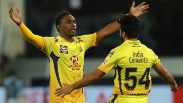 Dwayne Bravo celebrates a wicket with Shardul Thakur