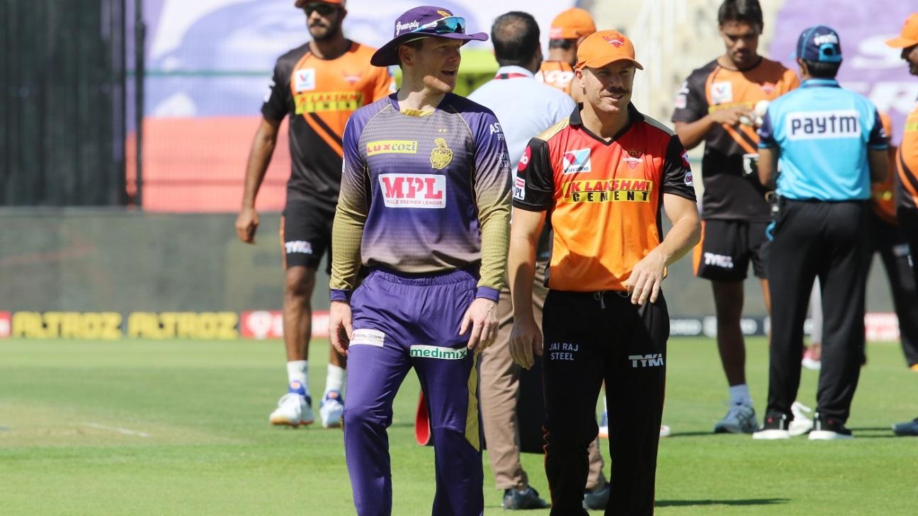 Eoin Morgan and David Warner after Sunrisers Hyderabad won the toss