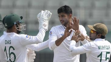 Daniel Vettori on Nayeem Hasan: