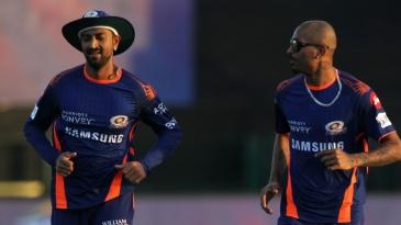 Krunal Pandya and Hardik Pandya before the start of the game