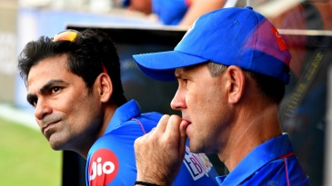 A dejected Mohammad Kaif and Ricky Ponting in the Delhi Capitals dugout