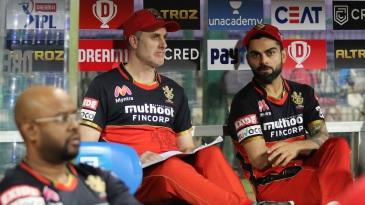 Virat Kohli has a chat with head coach Simon Katich