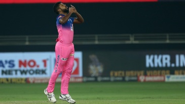 Varun Aaron has struggled to close out his overs this IPL