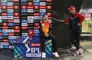 A quiet moment after the match for David Warner and AB de Villiers, Sunrisers Hyderabad vs Royal Challengers Bangalore, IPL 2020, Eliminator, Abu Dhabi, November 6, 2020