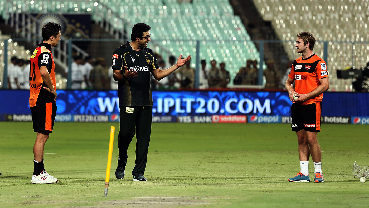 Wasim Akram (centre): always happy to pass on tips to younger players, even when they are in the opposition