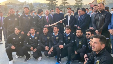 Imran Khan with members of the Afghanistan cricket team and ACB officials