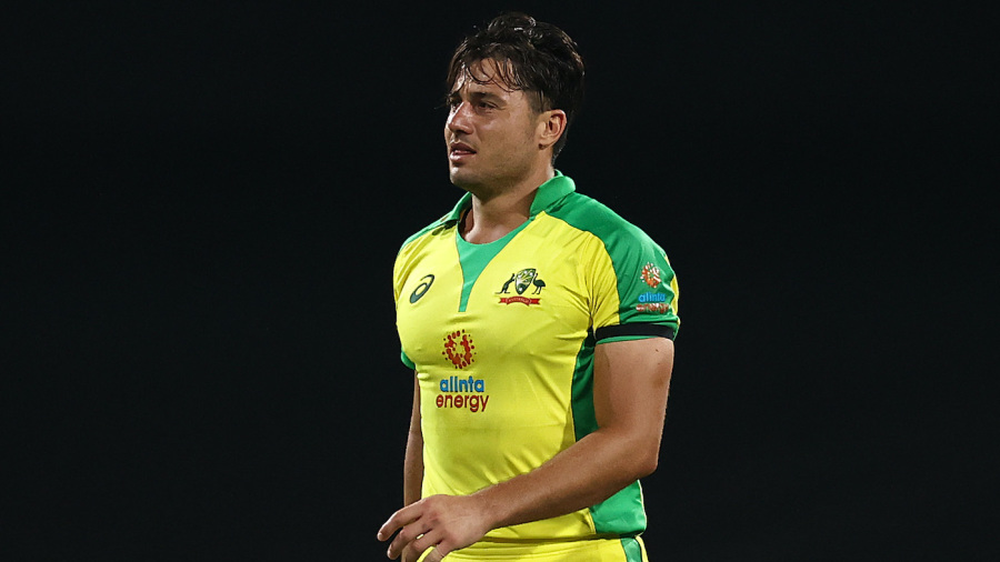 Marcus Stoinis leaves the field with an injury