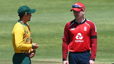 Eoin Morgan and Quinton de Kock at the toss