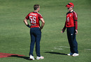Tom Curran hatches a plan with Eoin Morgan, South Africa vs England, 2nd T20I, Paarl, November 29, 2020