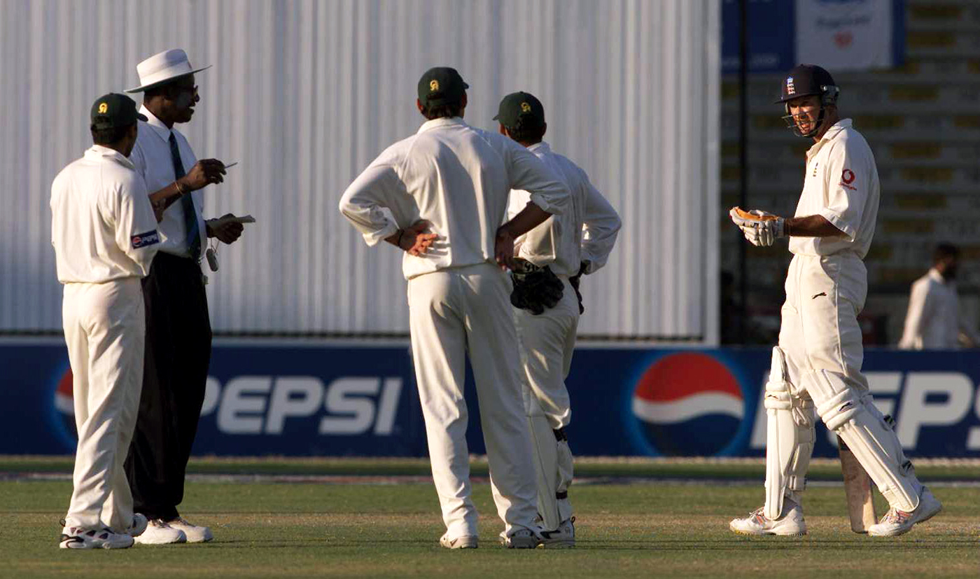 Umpire Steve Bucknor had no time for Pakistan's time-wasting tactics even though the light was deteriorating to a point where the batsmen were struggling a bit