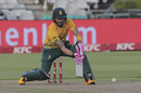 Faf du Plessis gets low to play a lap, South Africa vs England, 3rd T20I, Cape Town, December 1 2020