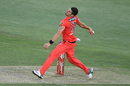 Benny Howell in his bowling action, Sydney Sixers vs Melbourne Renegades, BBL, Hobart, December 13, 2020