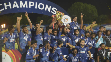 The victorious Jaffna Stallions players with the trophy