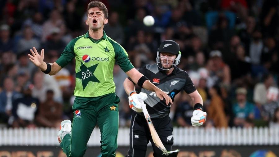 Shaheen reacts as Martin Guptill got New Zealand off to a fast start