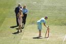 Dean Jones' daughter places his bat at the stumps during the tea break, Australia vs India, 2nd Test, Melbourne, 1st day, December 26, 2020