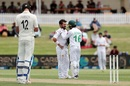 Yasir Shah has a discussion with Mohammad Rizwan, New Zealand vs Pakistan, 1st Test, Mount Maunganui, 2nd day, December 27, 2020