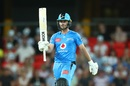 Jonathan Wells acknowledges the cheers, Adelaide Strikers vs Sydney Sixers, BBL 2020-21, Gold Coast, January 3, 2021