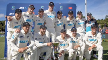 New Zealand players celebrate after winning the second Test to take the series 2-0