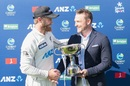 Kane Williamson receives the trophy from his predecessor, Brendon McCullum, New Zealand vs Pakistan, 2nd Test, Christchurch, 4th day, January 6, 2021