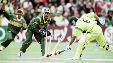 Khaled Mashud runs out Saeed Anwar