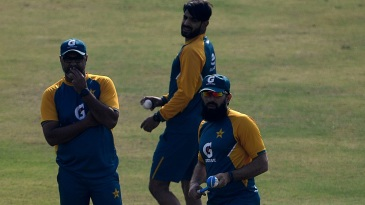 Waqar Younis and Misbah-ul-Haq oversee a training session