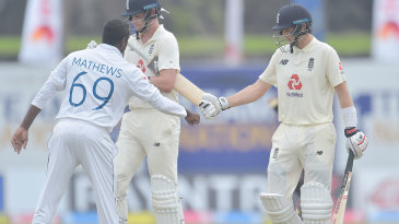 Angelo Mathews congratulates Joe Root after his double-century