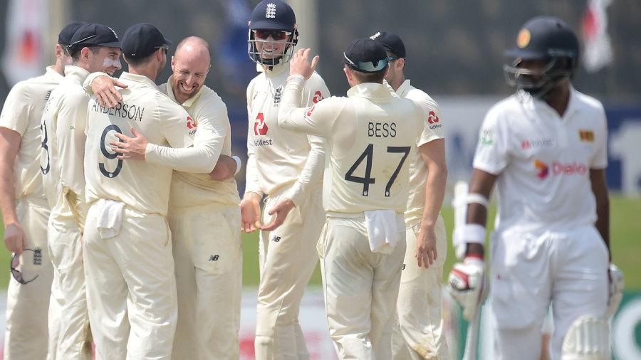 Jack Leach struck early in Sri Lanka's second innings