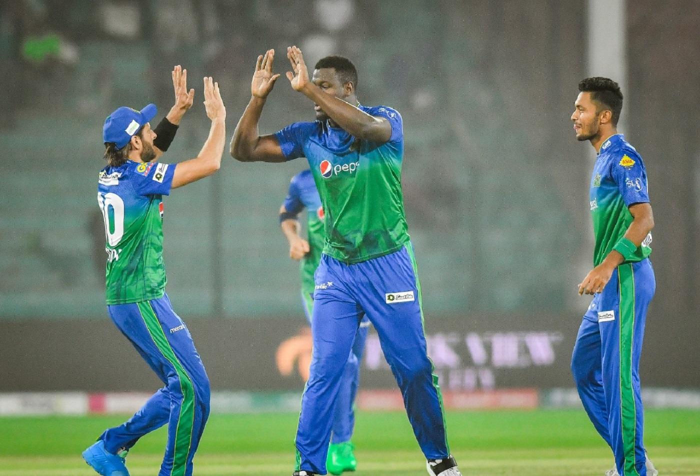 Shahid Afridi, Carlos Brathwaite and Mohammad Umar celebrate a wicket,  Islamabad United vs Multan Sultans, PSL 2021, Karachi, February 21, 2021