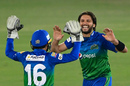 Shahid Afridi celebrates with Mohammad Rizwan, Islamabad United vs Multan Sultans, PSL 2021, Karachi, February 21, 2021