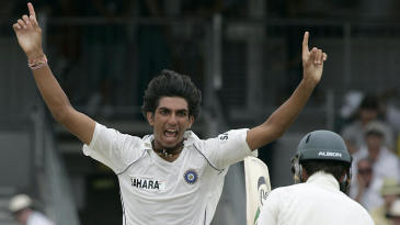 Ishant Sharma is pumped up after taking Ricky Ponting's wicket