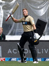 Martin Guptill acknowledges the crowd after his 97, New Zealand vs Australia, 2nd T20I, Dunedin, 25 February, 2021