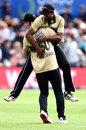 Jimmy Neesham celebrates Ish Sodhi's terrific catch, New Zealand vs Australia, 2nd T20I, Dunedin, 25 February, 2021