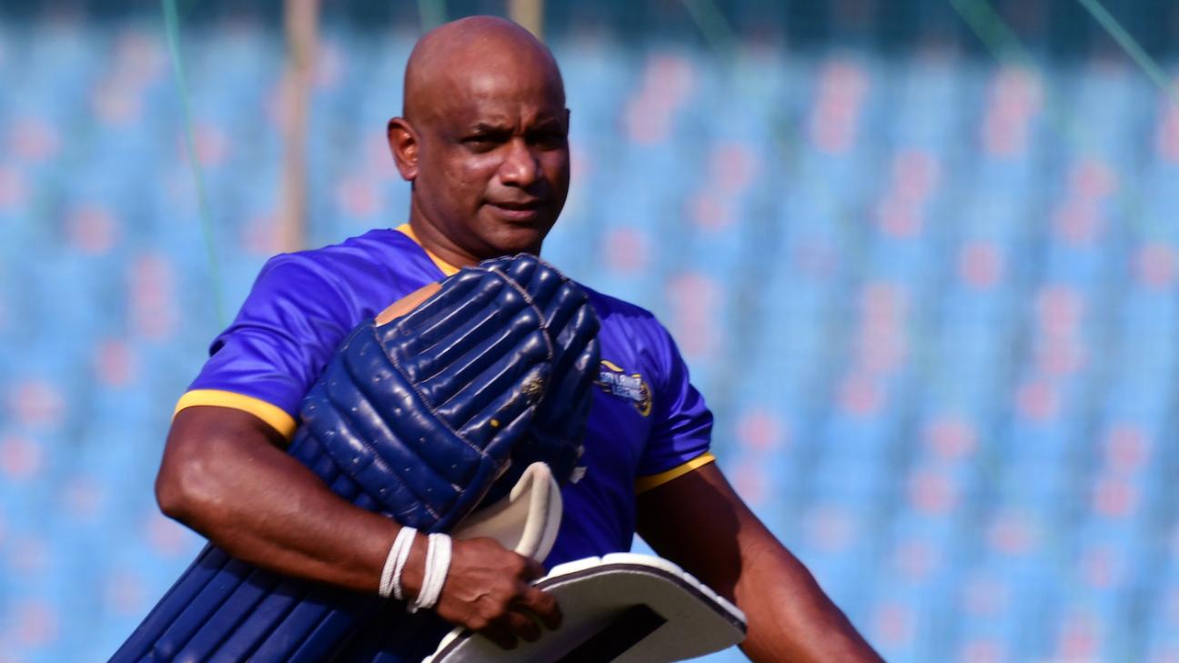 Sanath Jayasuriya gets ready to bat in the nets