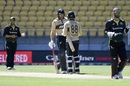 Martin Guptill has a chat with new opening partner Devon Conway, New Zealand vs Australia, 5th T20I, March 7, 2021, Wellington