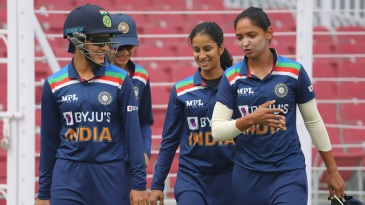 Smriti Mandhana, Jemimah Rodrigues, Sushma Verma and Harmanpreet Kaur have a chat