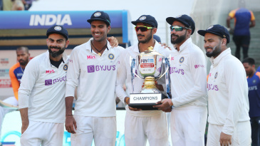 Virat Kohli, Washington Sundar, Axar Patel, Mohammad Siraj and Rishabh Pant with the trophy