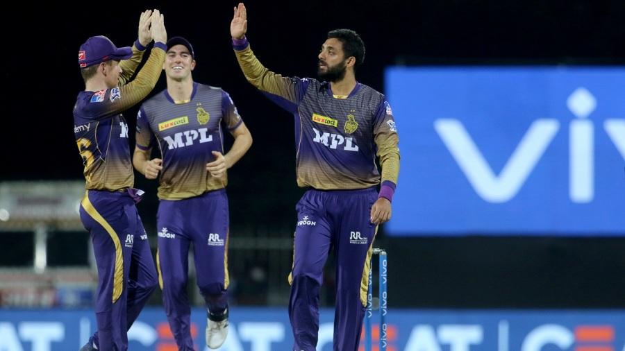 Varun Chakravarthy celebrates Quinton de Kock's dismissal