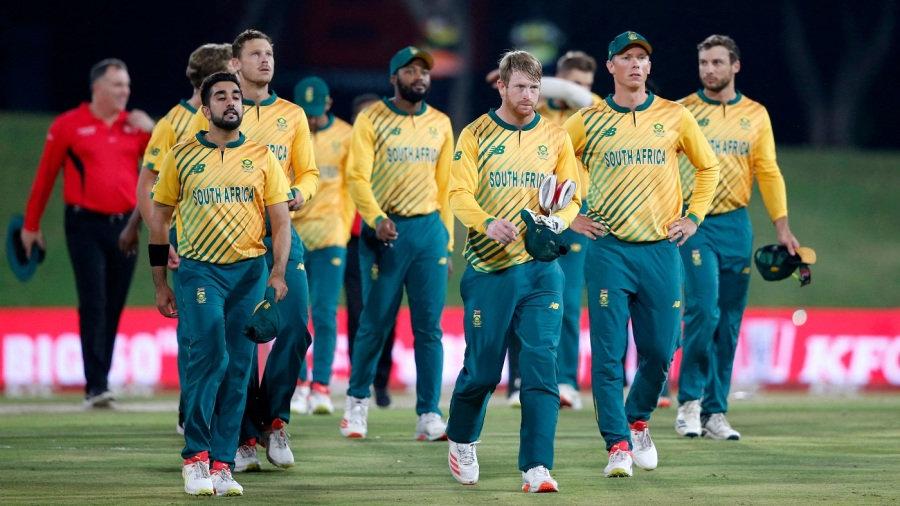 The South Africans troop off the field after their defeat