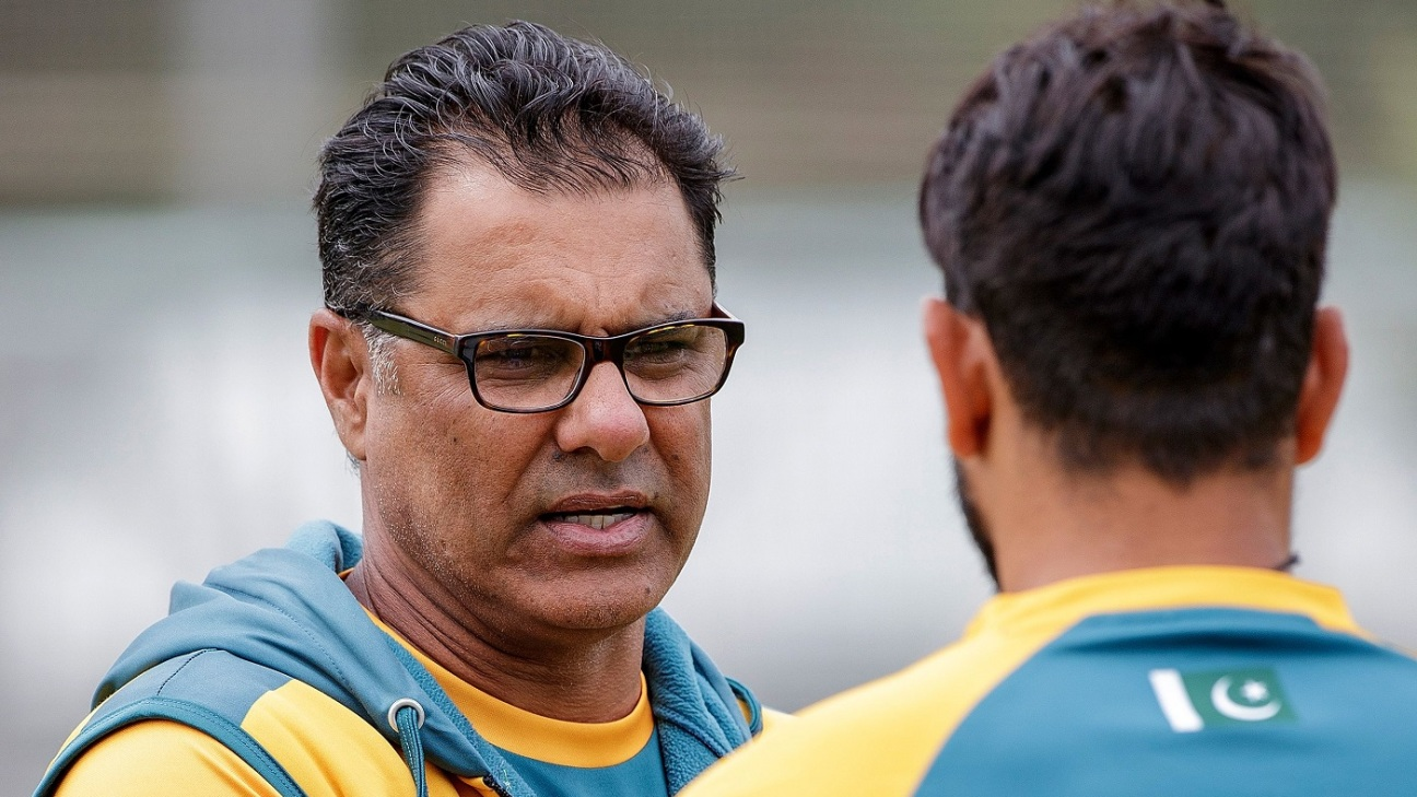 Waqar Younis talks to a player during a training session at Eden Park
