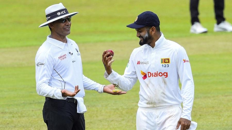 Dimuth Karunaratne speaks with umpire Ruchira Palliyaguruge