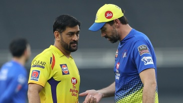 Stephen Fleming chats with MS Dhoni