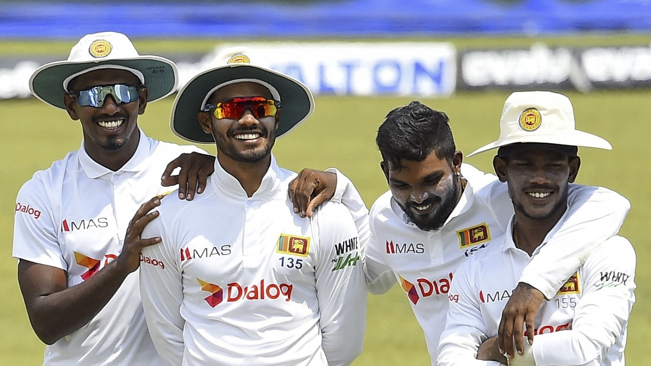 Vishwa Fernando, Dhananjaya de Silva, Wanindu Hasaranga, and Pathum Nissanka share a light moment