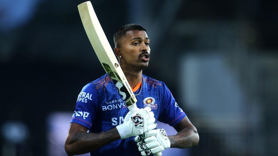 Hardik Pandya gets ready for throwdowns