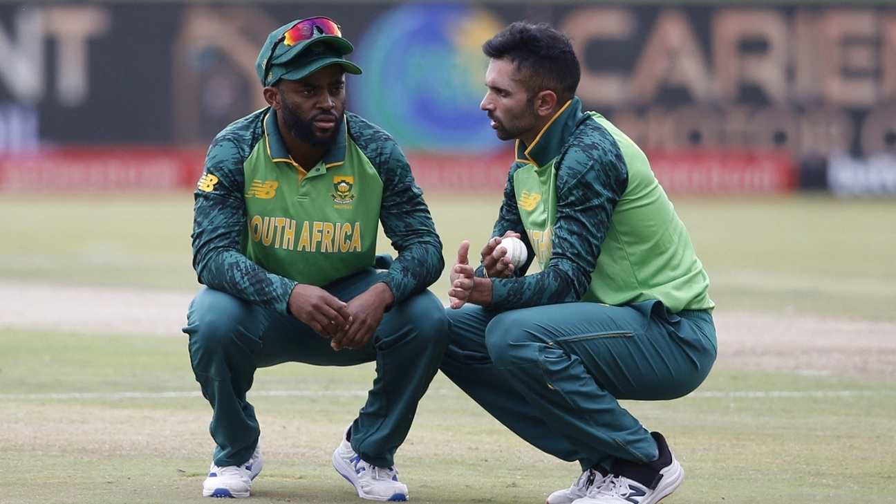 Temba Bavuma and Keshav Maharaj have a chat