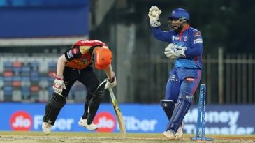 Rishabh Pant completes the run-out of David Warner