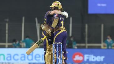 Dinesh Karthik embraces Eoin Morgan