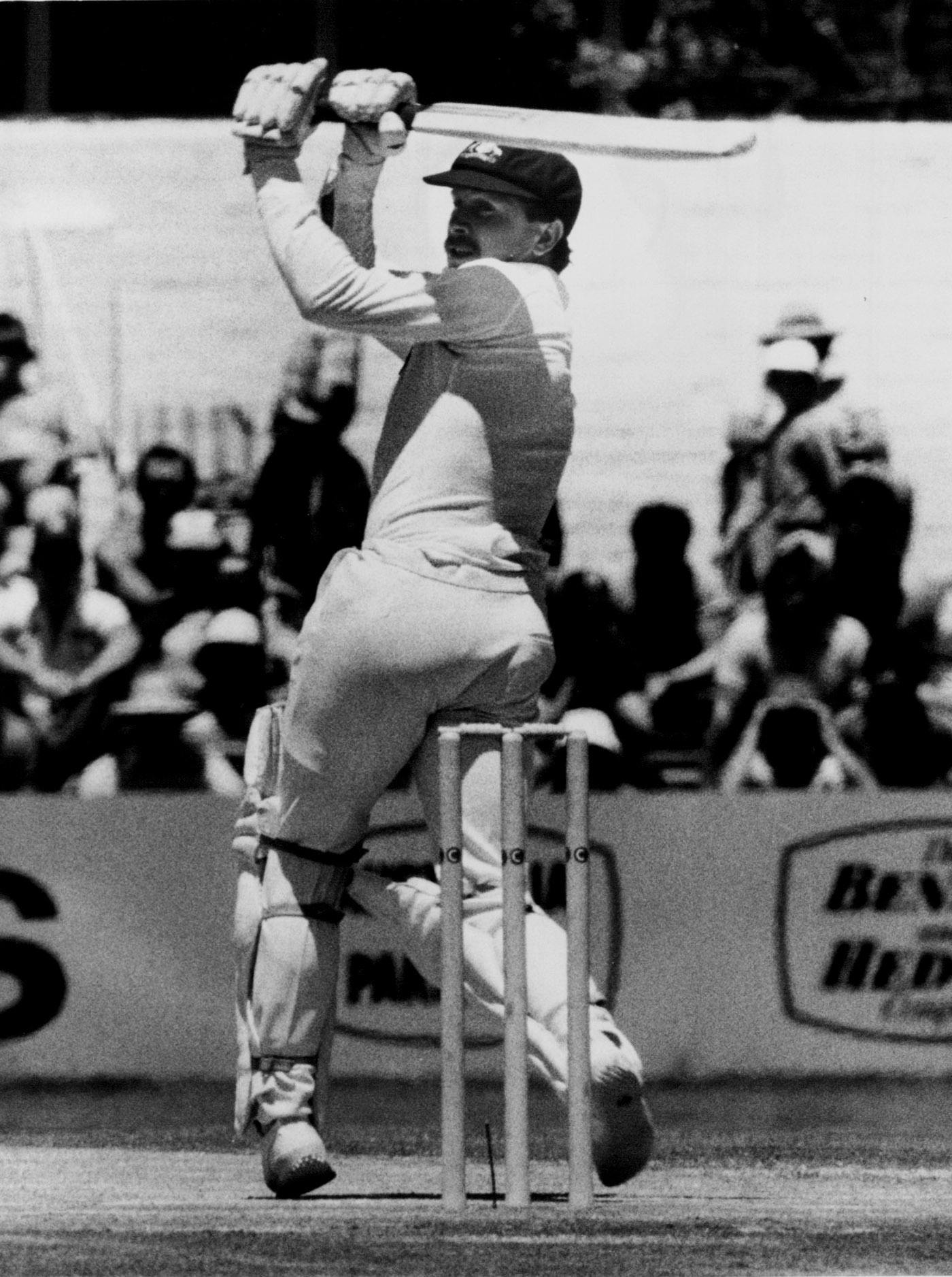 Laird hooks Pakistan's Sikander Bakht on his way to 85 at the WACA, his home ground, in 1981