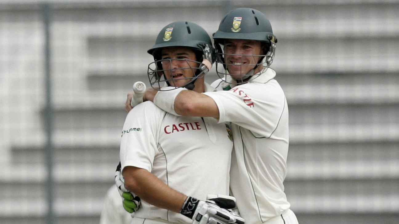 Mark Boucher and AB de Villiers celebrate South Africa's win in Dhaka