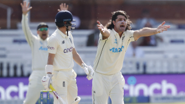 Colin de Grandhomme pleads unsuccessfully for an lbw decision against Rory Burns